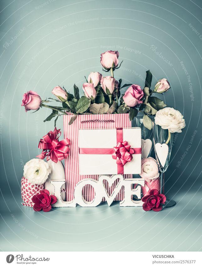 Festliche Composing mit Geschenk, Blumen und Wort LOVE kaufen Stil Design Dekoration & Verzierung Party Veranstaltung Feste & Feiern Valentinstag Muttertag