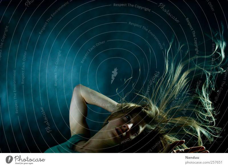 Tief unten hörst Du Deine Seele singen. Mensch feminin 1 18-30 Jahre Jugendliche Erwachsene Haare & Frisuren blond untergehen Surrealismus träumen Gefühle
