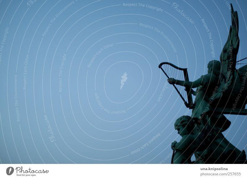 57 engeln Mensch blau grün dunkel Berlin Religion & Glaube träumen Metall Fassade authentisch Kirche Engel festhalten Ewigkeit Schönes Wetter Denkmal