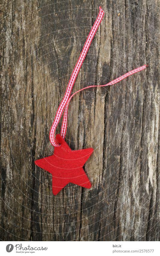 roter Filzstern mit rotem Band, auf Holz Häusliches Leben Feste & Feiern Weihnachten & Advent Silvester u. Neujahr Dekoration & Verzierung Zeichen schön kaputt