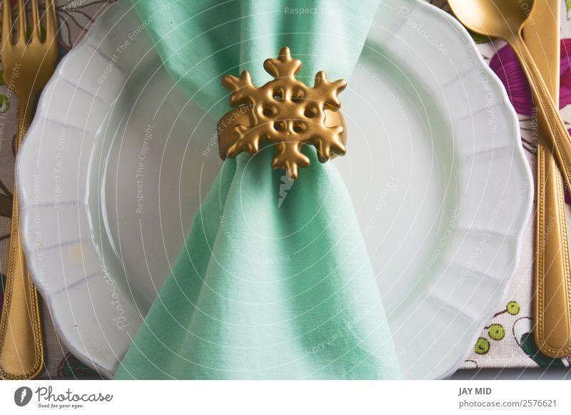 Weihnachtstisch mit goldener Serviettenhalterung, Schneestern Abendessen Teller Besteck Gabel Löffel elegant Dekoration & Verzierung Tisch Feste & Feiern
