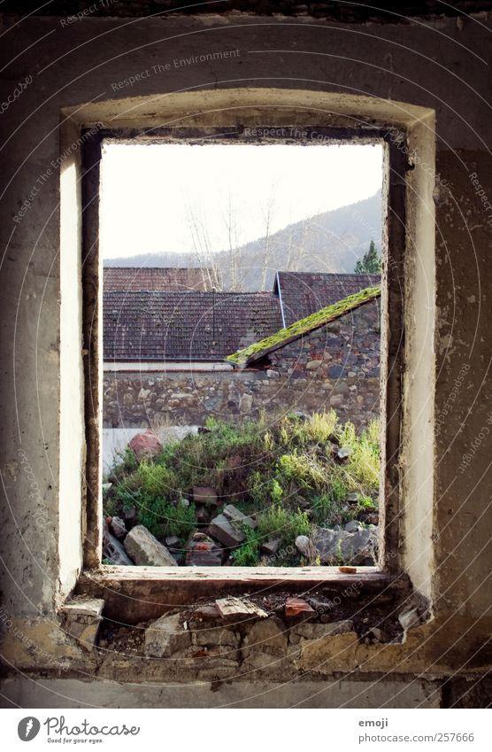 [ ] alt Fenster Wand Mauer Beton natürlich kaputt verfallen Ruine Umrisslinie Fensterblick