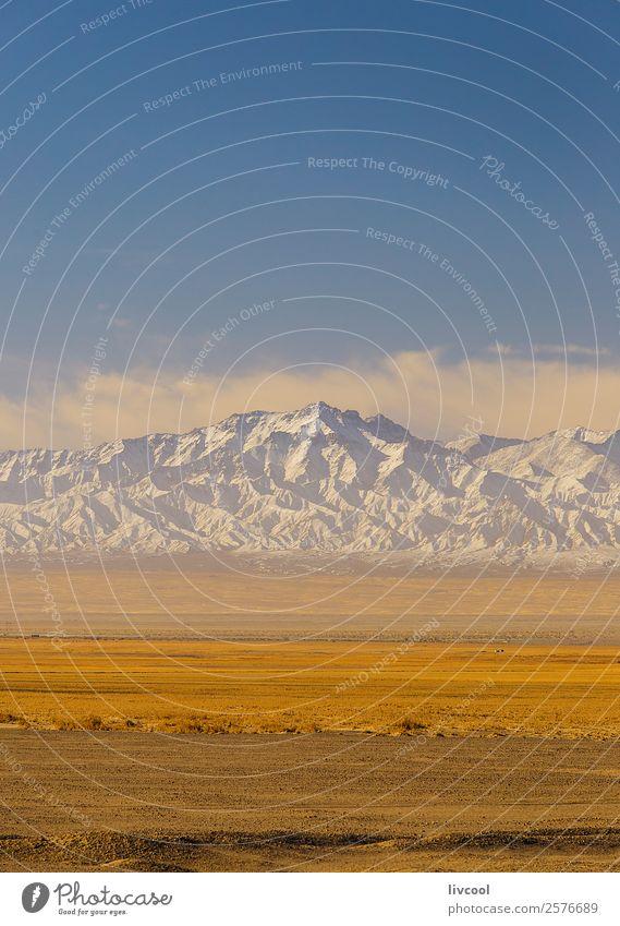 Trockene Landschaft des Altun Erholung Schnee Berge u. Gebirge Pflanze Sand Himmel Wolken Baum Park Ruine Verkehr Straße Autobahn Fahrzeug Einsamkeit Frieden