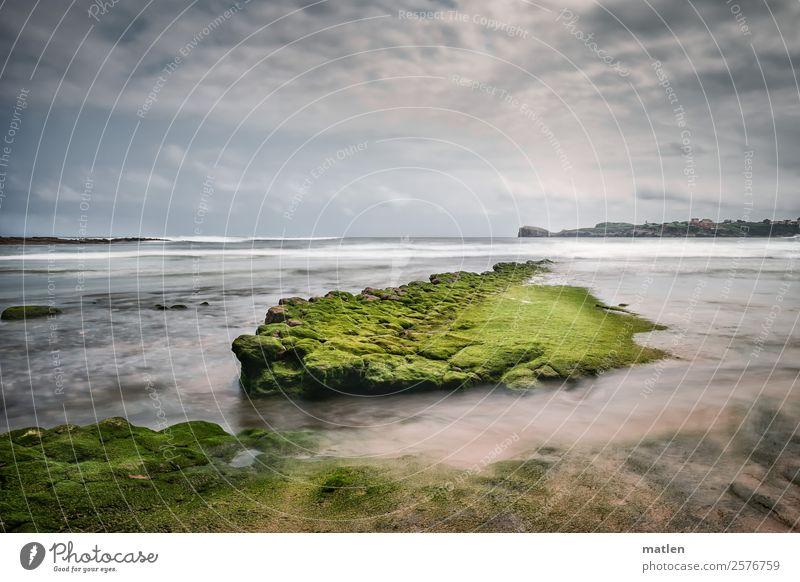 die grüne Insel Natur Landschaft Himmel Wolken Horizont Sommer Schönes Wetter Wind Felsen Wellen Küste Strand Riff Meer Menschenleer maritim blau braun weiß