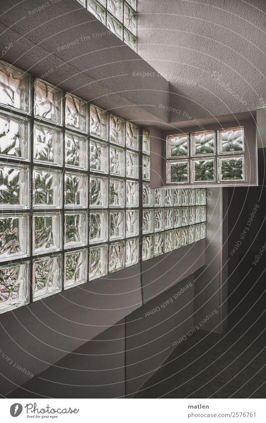 confusion Menschenleer Haus Mauer Wand Fenster Tür dunkel eckig Glasbaustein Spiegel Flur Oberlicht Schwarzweißfoto Innenaufnahme abstrakt Textfreiraum links