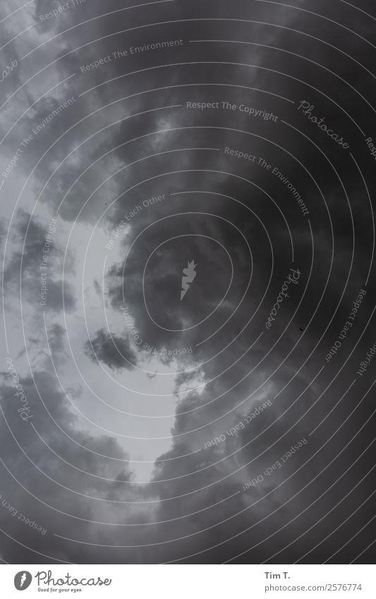 Himmel über Berlin nur Himmel Wolken Herbst Klima Klimawandel Wetter schlechtes Wetter Unwetter Sturm Gewitter Menschenleer Umwelt Umweltschutz Außenaufnahme