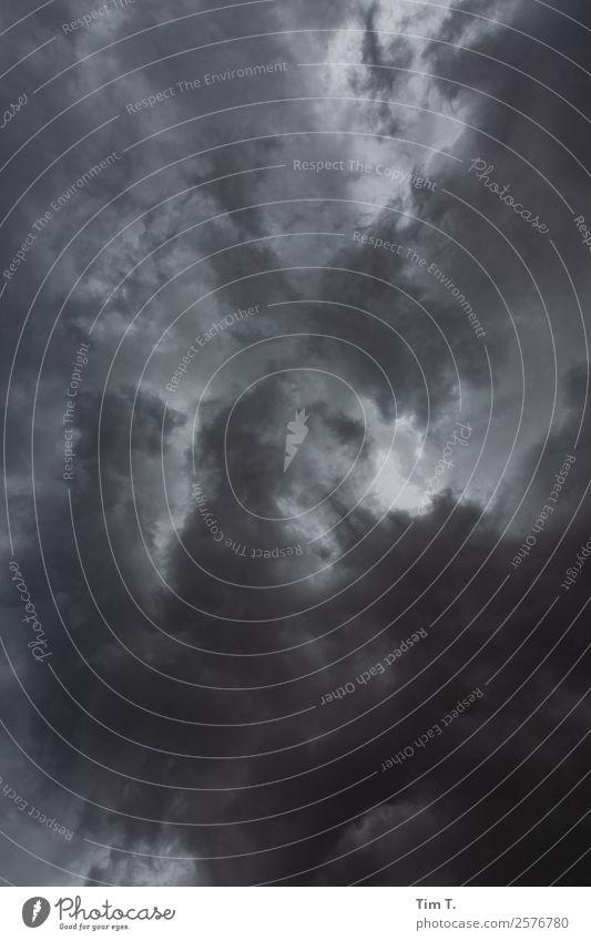 Himmel über Berlin Umwelt Natur Urelemente Luft nur Himmel Wolken Gewitterwolken Klima Klimawandel Wetter schlechtes Wetter Unwetter Wind Sturm Regen Sicherheit