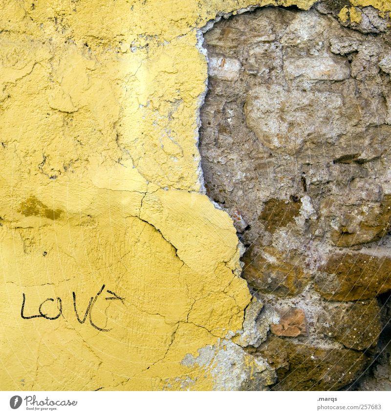 Love Mauer Wand Fassade Schriftzeichen alt kaputt gelb Liebe Verliebtheit Farbe Leben Backsteinwand Hinweis Farbfoto Außenaufnahme Nahaufnahme