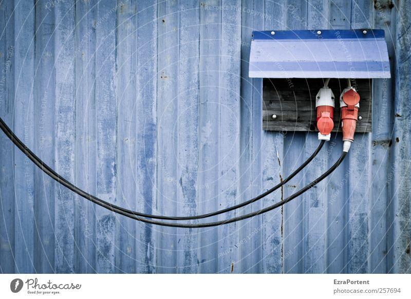 blue strom blau rot schwarz Wand Gebäude Metall Linie Energiewirtschaft Elektrizität Industrie Kabel Baustelle Technik & Technologie Handwerk trashig