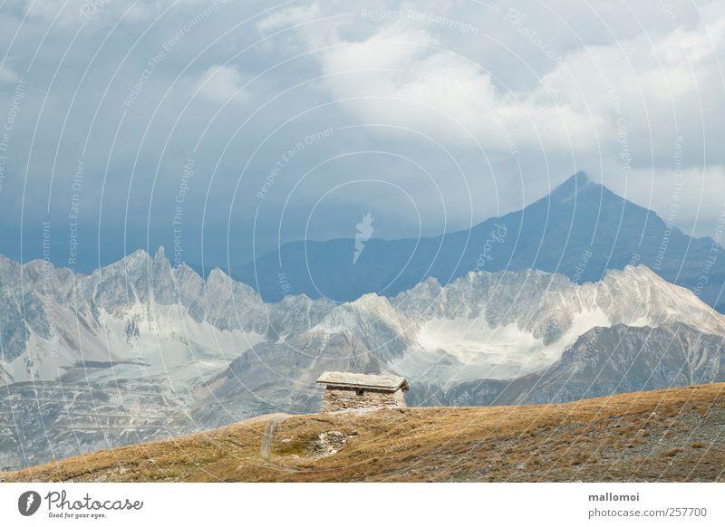 Alpenpanorama mit Hütte Blick vom Col de l'Iseran Berge u. Gebirge Gipfel wandern Umwelt Natur Landschaft Urelemente Himmel Wolken Klima Klimawandel Wetter