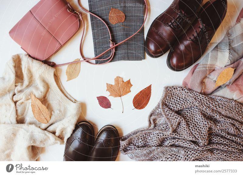 Satz von saisonalen Herbstmode Frauenkleidung kaufen Reichtum Stil Winter feminin Erwachsene Mode Bekleidung Pullover Accessoire Schuhe Stiefel Sammlung trendy