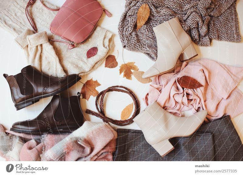 Satz von saisonalen Herbstmode Frauenkleidung kaufen Reichtum Stil Winter feminin Erwachsene Blatt Mode Bekleidung Pullover Accessoire Schuhe Stiefel Sammlung