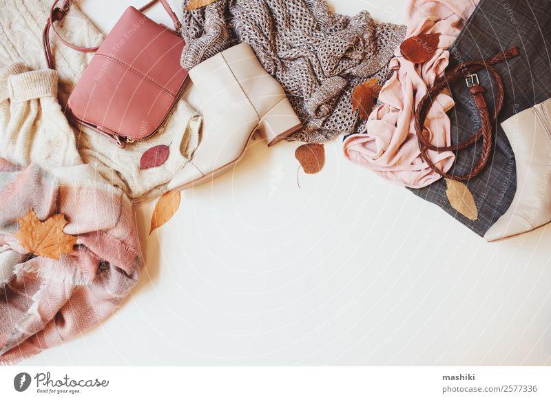 Satz von saisonalen Herbstmode Frauenkleidung kaufen Stil Winter feminin Erwachsene Blatt Mode Bekleidung Pullover Accessoire Schuhe Stiefel Sammlung trendy