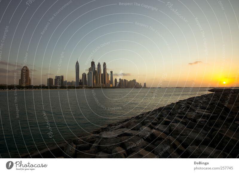 Ein Neujahrsgruß Wasser Stadt Sonne Ferien & Urlaub & Reisen Wolken gelb Architektur Küste Gebäude gold Hochhaus Skyline Dubai Arabien 2011