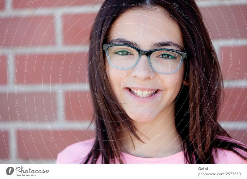 Bezauberndes Mädchen aus der Kindheit Lifestyle Freude Glück schön Gesicht Schulkind Mensch Frau Erwachsene Familie & Verwandtschaft Backstein genießen