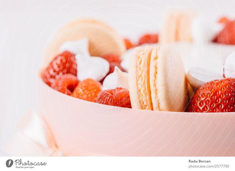 Makronen und Erdbeeren Geburtstagskuchen Macaron Hintergrundbild Franzosen Dessert mehrfarbig Lebensmittel süß lecker weiß rosa Biskuit Snack Konfekt Frankreich
