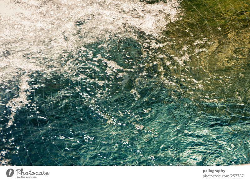 Erfrischend Wasser Sommer Schönes Wetter Bucht See Bach Fluss exotisch Glück Erfrischung Wasseroberfläche Wasserwirbel Wasserspritzer Wasserschwall Wasserstelle