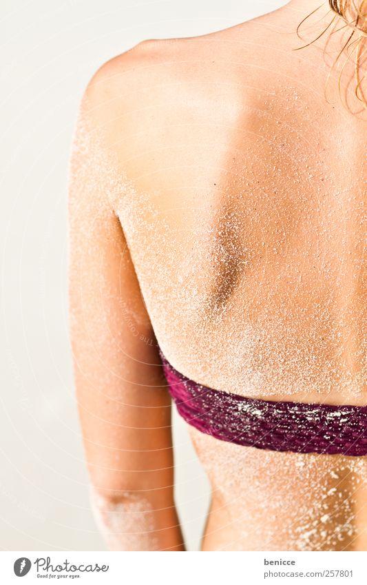 peel Mensch Frau Jugendliche Ferien & Urlaub & Reisen schön Sommer Sand blond Rücken Haut Beautyfotografie dünn Sonnenbad Bikini Schulter Massage