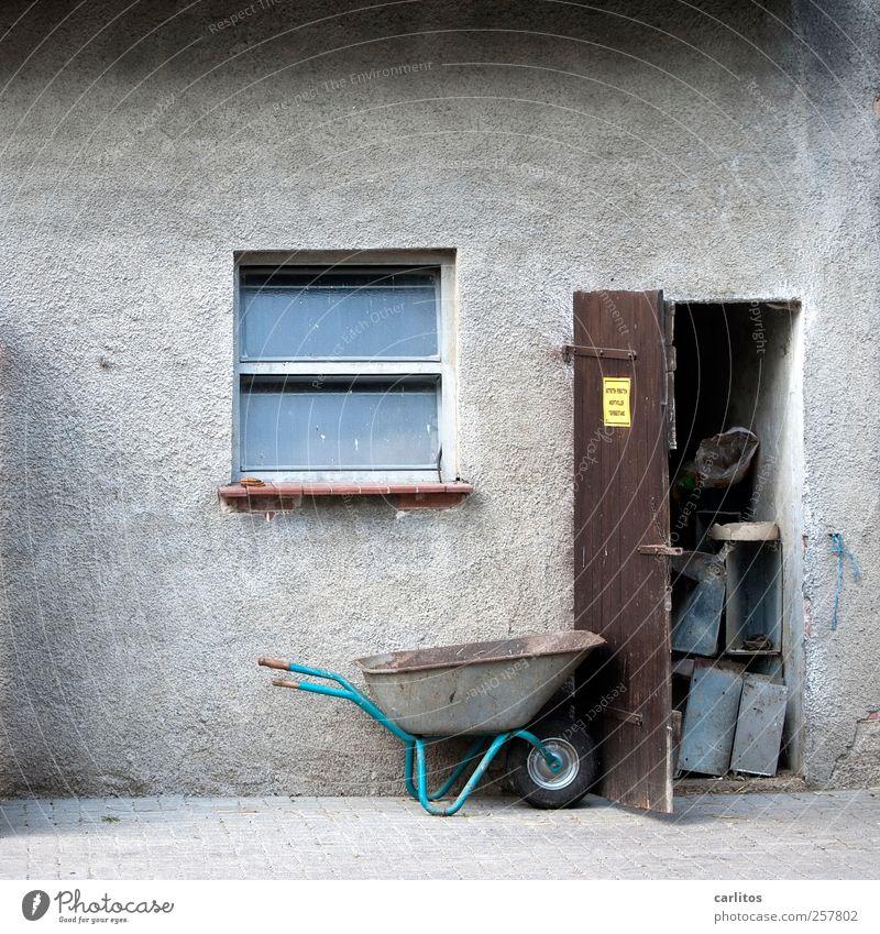 Jetzt wird wieder in die Hände gespuckt .... alt Fenster grau braun Tür Schilder & Markierungen offen trist Dorf Bauernhof Putz Verbote Pflastersteine Stall