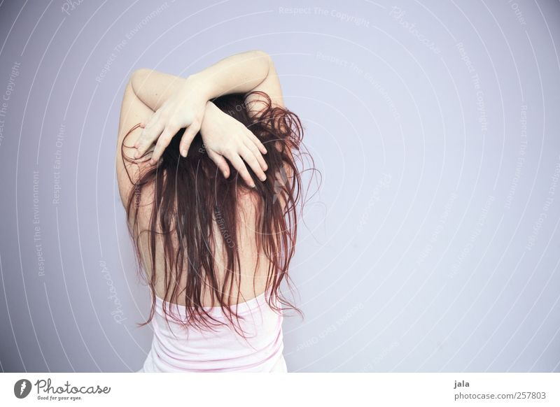 remix yourself into a mindless pose Mensch Frau Hand Erwachsene feminin Haare & Frisuren Rücken Arme stehen ästhetisch brünett langhaarig rothaarig