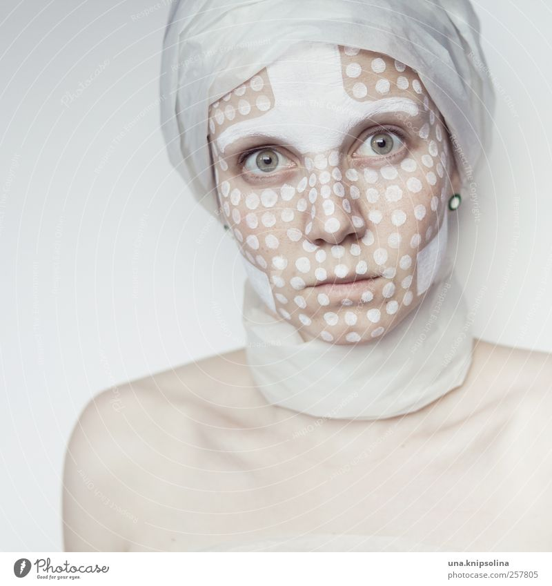 white.one schön Haut Gesicht Kosmetik Schminke Junge Frau Jugendliche Erwachsene 1 Mensch 18-30 Jahre Kunstwerk Papier Zeichen Ornament außergewöhnlich exotisch
