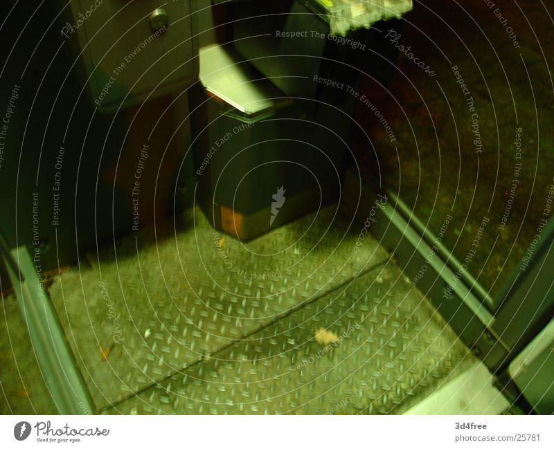 Telefonzelle II dunkel Nacht Staub Elektrisches Gerät Technik & Technologie Bodenbelag Grünlich Schmutig dreckig