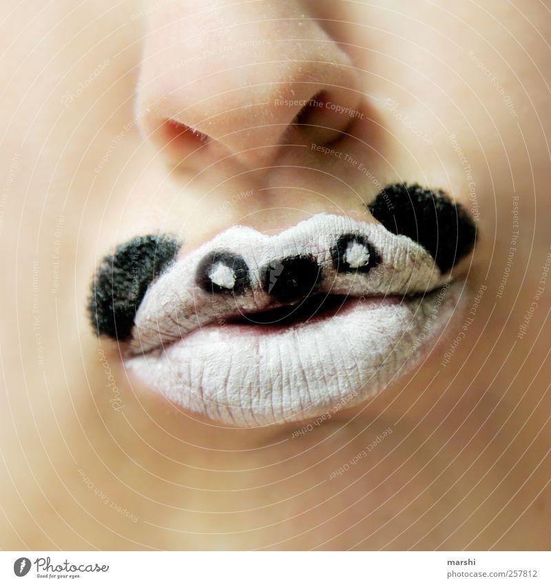 gib mir Bambus! Mensch Haut Mund Lippen Zähne Tier Tiergesicht 1 schwarz weiß Panda Schminke angemalt Karneval Artenschutz Nase Tierhaut Symbole & Metaphern