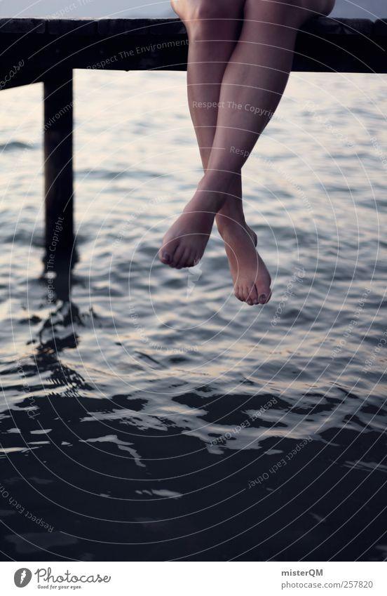 baumeln. Frau Ferien & Urlaub & Reisen Erholung Beine See 2 sitzen ästhetisch hängen Anlegestelle Barfuß Frauenbein Urlaubsstimmung Urlaubsfoto Urlaubsort