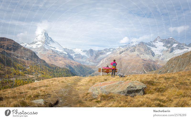 Erstaunliche Aussicht auf den Matterhorngipfel in den Schweizer Alpen, Schweiz wandern Natur Landschaft Himmel Sonnenlicht Winter Feld Wald Hügel