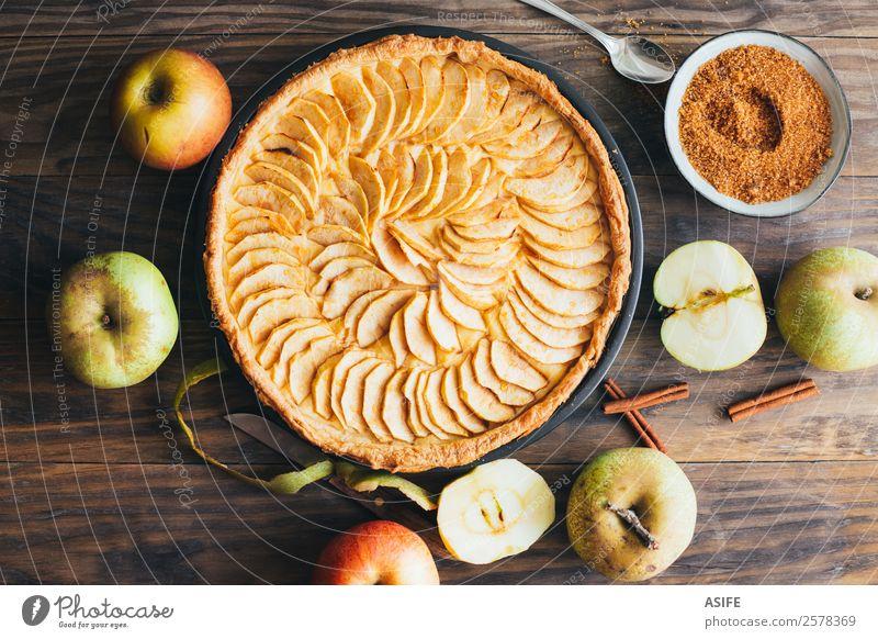 Traditionelle Apfeltorte Frucht Dessert Frühstück Winter Tisch Herbst Wärme Holz frisch lecker Torte Pasteten Kuchen Backwaren süß Blätterteig Vanillepudding