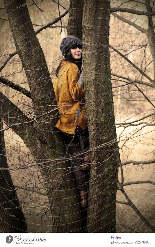 Einklang Mensch Natur Jugendliche Wasser Baum Pflanze Winter Freude Erwachsene Wald Erholung Herbst feminin Umwelt Freiheit Holz