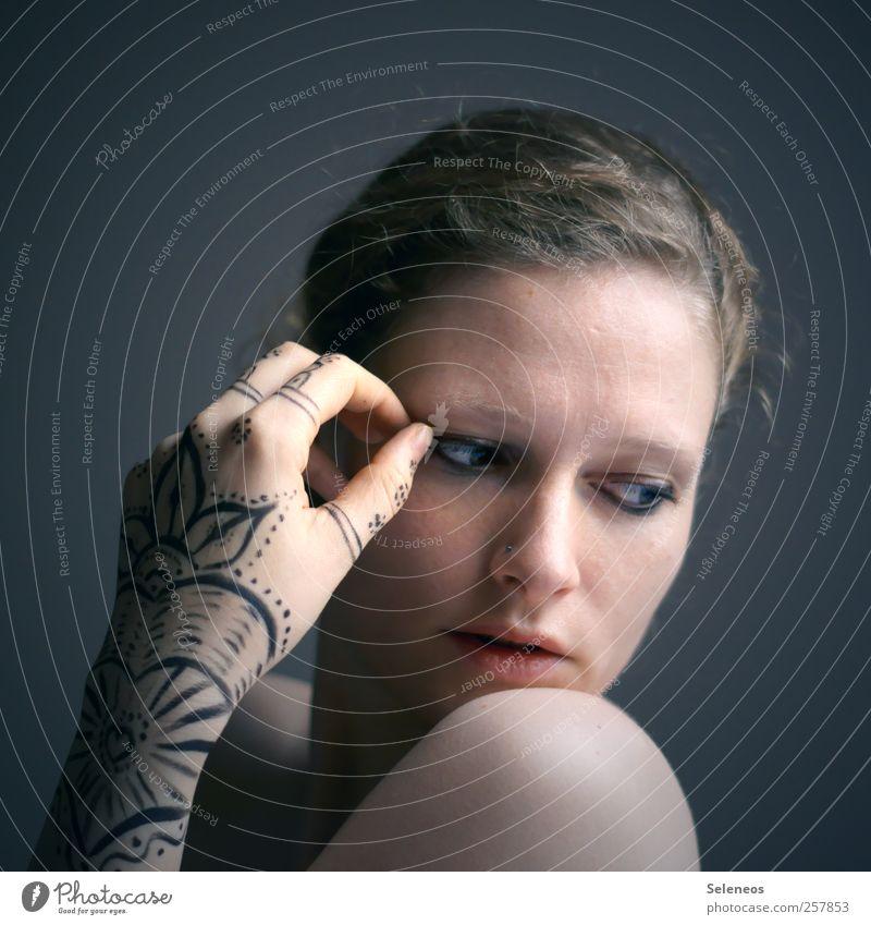 handsome gesture Mensch Frau Jugendliche Hand schön Gesicht Erwachsene Auge feminin Kopf Haare & Frisuren Traurigkeit träumen Körper Arme Haut