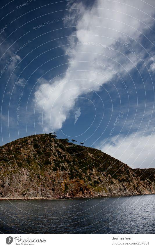 kein Vulkan Himmel blau Wasser weiß Baum Sonne Ferien & Urlaub & Reisen Meer Sommer Strand Wolken Ferne Berge u. Gebirge Wärme Küste Luft