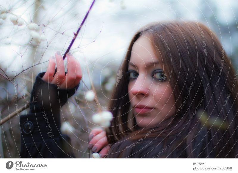 Unfinished Fairytale. Frau Mensch Himmel Jugendliche Hand schön Gesicht Erwachsene feminin dunkel Kopf Haare & Frisuren hell Sträucher 18-30 Jahre Überraschung
