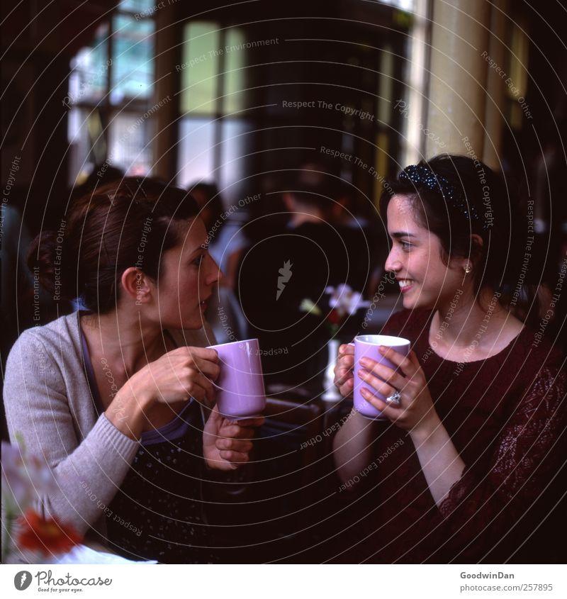 Are you sure? Mensch Frau Jugendliche schön Junge Frau Erholung Erwachsene Wärme sprechen feminin Stimmung Zusammensein Freundschaft authentisch genießen festhalten