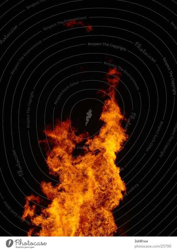 Feuerschen V Holz brennen Nacht heiß Physik Holzstapel Flackern rot gelb Brand Flamme Abend Feste & Feiern Sommersonnenwende Wärme hoch orange