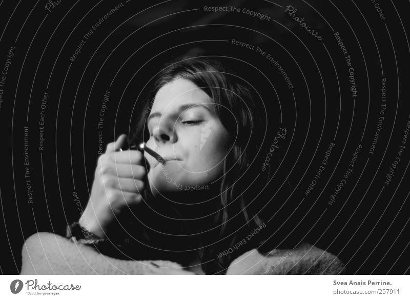 ihre letzte.... feminin Junge Frau Jugendliche Erwachsene Haare & Frisuren Gesicht 1 Mensch 18-30 Jahre Rauchen einzigartig uneinig Hemmungslosigkeit