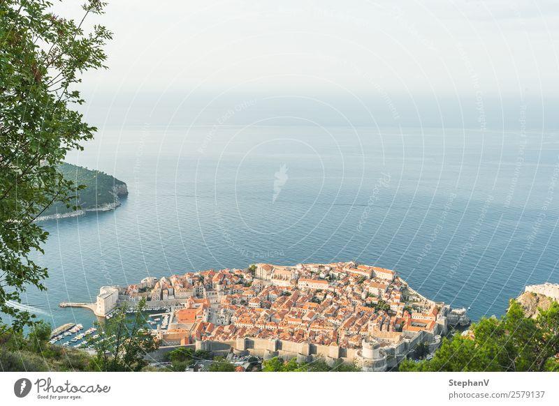 Dubrovnik von oben Ferien & Urlaub & Reisen Tourismus Ferne Sightseeing Städtereise Sommer Sommerurlaub Meer Insel Wellen Kroatien Europa Stadt Hafenstadt