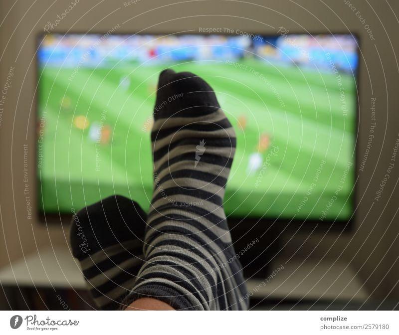 Fussball EM-2020 Lifestyle Freude Freizeit & Hobby Häusliches Leben Wohnung Innenarchitektur Raum Wohnzimmer Sport Ballsport Sportmannschaft Publikum Fan
