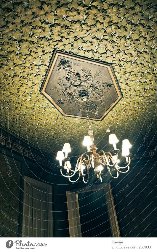 erleuchtung alt grün Blatt Haus kalt dunkel Architektur Gebäude Lampe Tür Beleuchtung elegant ästhetisch außergewöhnlich trist