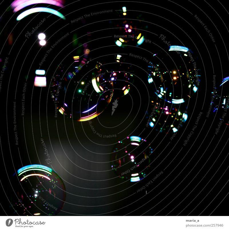 Seifenblasen blau grün schwarz ruhig gelb Erholung kalt Freiheit rosa glänzend fliegen nass natürlich groß Design ästhetisch