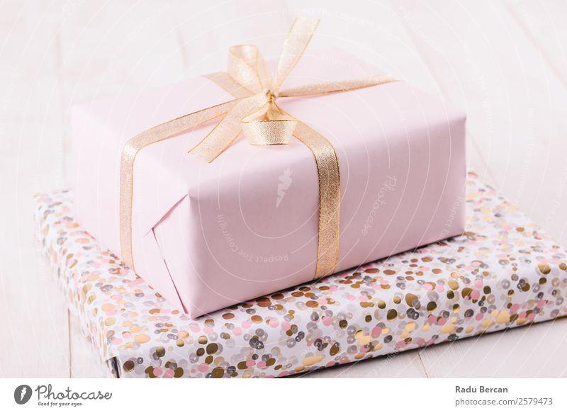 Rosa Geschenkbox auf Holzbrettern Kasten Schnur Sportbogen Tag Weihnachten & Advent weiß Feste & Feiern Hintergrundbild Geburtstag Ferien & Urlaub & Reisen