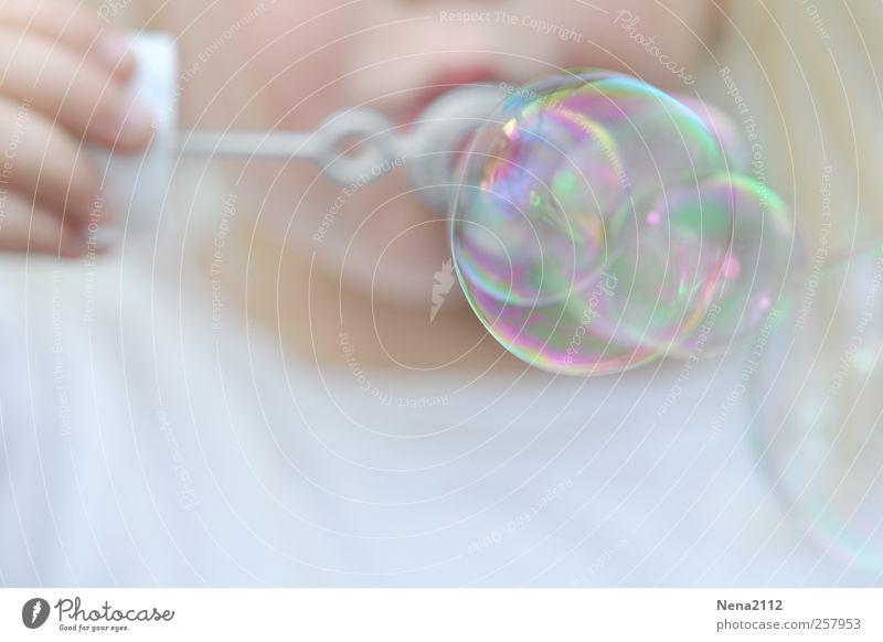 Bunte Sache... Mensch Kind weiß Mädchen Freude Spielen Kindheit Freizeit & Hobby Geburtstag Finger rund Kleinkind Lebensfreude blasen Seifenblase 3-8 Jahre