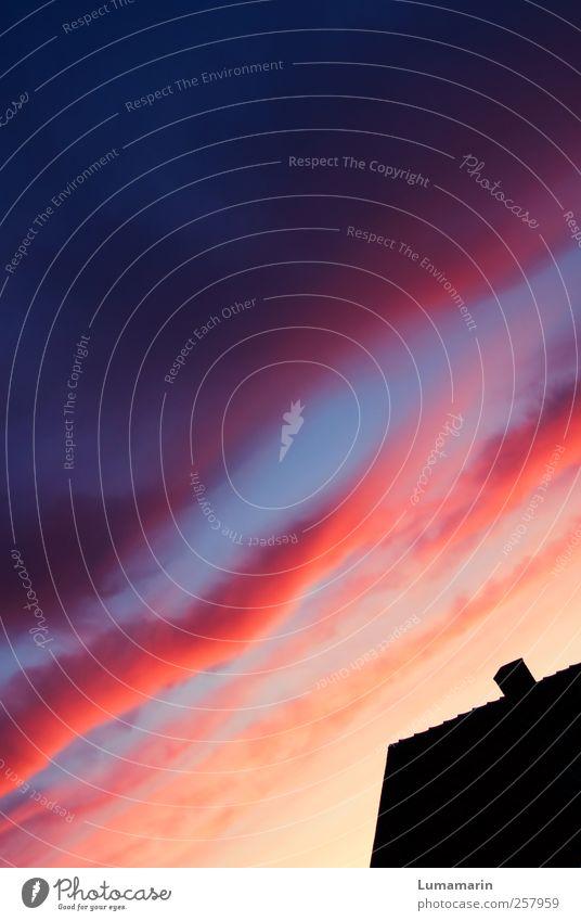 Spektrum Umwelt Himmel Wolken Horizont Sonnenaufgang Sonnenuntergang Schönes Wetter Haus Mauer Wand Dach Schornstein dunkel einfach Ferne groß Unendlichkeit