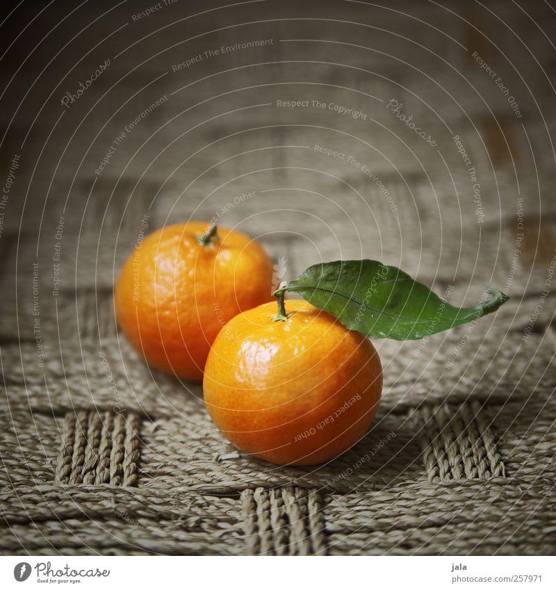 clementine Lebensmittel Frucht Mandarine Ernährung Vegetarische Ernährung Gesundheit lecker süß gelb Vitamin orange Blatt Farbfoto Innenaufnahme Menschenleer