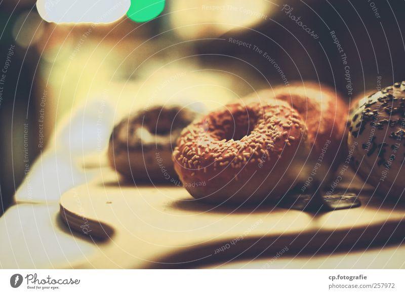 Sweet Dreams Lebensmittel Dessert Süßwaren Ernährung Kaffeetrinken süß Krapfen Streusel Kunstlicht Schwache Tiefenschärfe