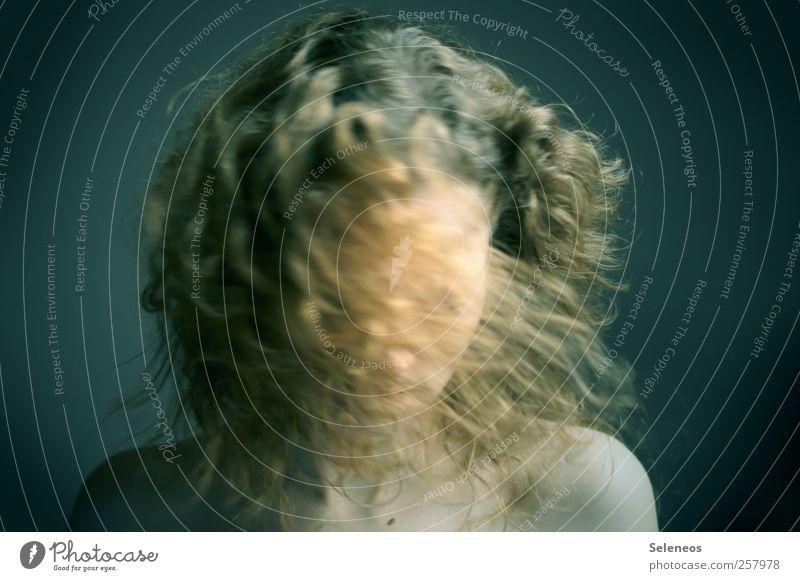 Schüttel dein Haar für mich Mensch feminin Junge Frau Jugendliche Erwachsene Körper Haut Kopf Haare & Frisuren Gesicht 1 blond langhaarig Locken Bewegung drehen