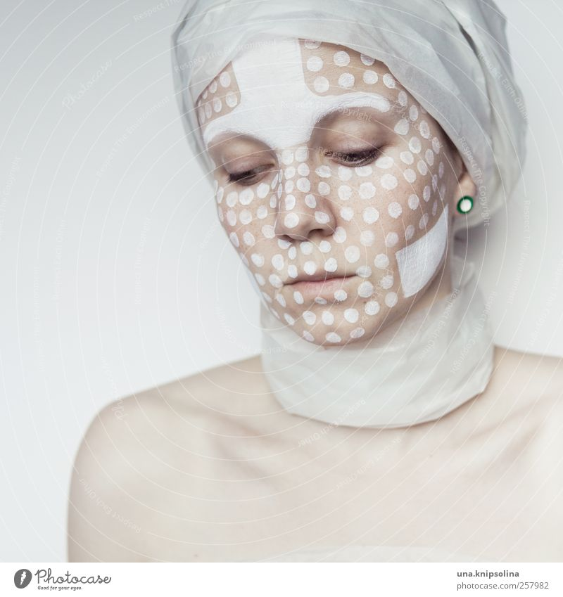 white.two Frau Mensch Jugendliche weiß schön Erwachsene Gesicht feminin Denken träumen hell Kunst Haut Design außergewöhnlich Papier