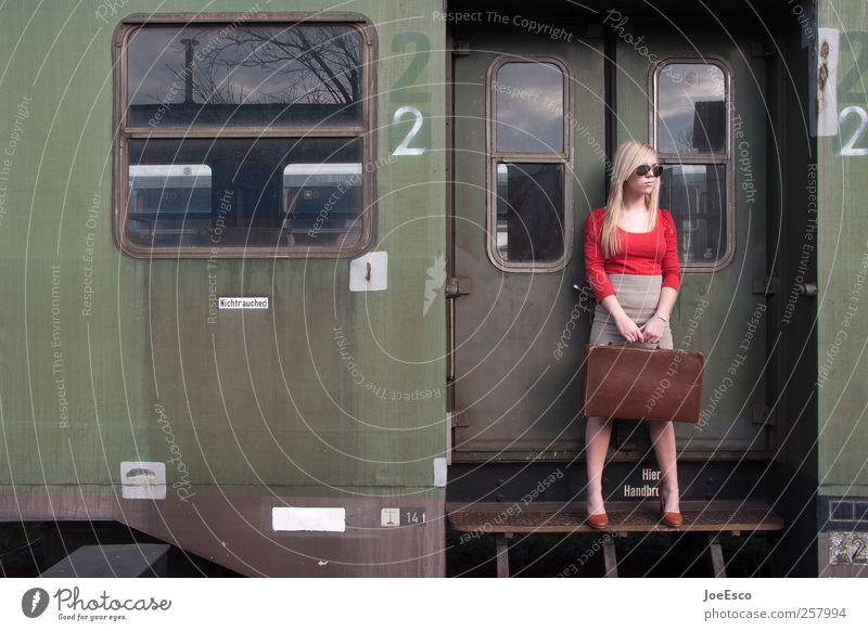 #257994 Frau schön Ferien & Urlaub & Reisen Erwachsene Ferne Freiheit Stil Mode blond warten Ausflug Beginn Verkehr Tourismus Coolness einzigartig