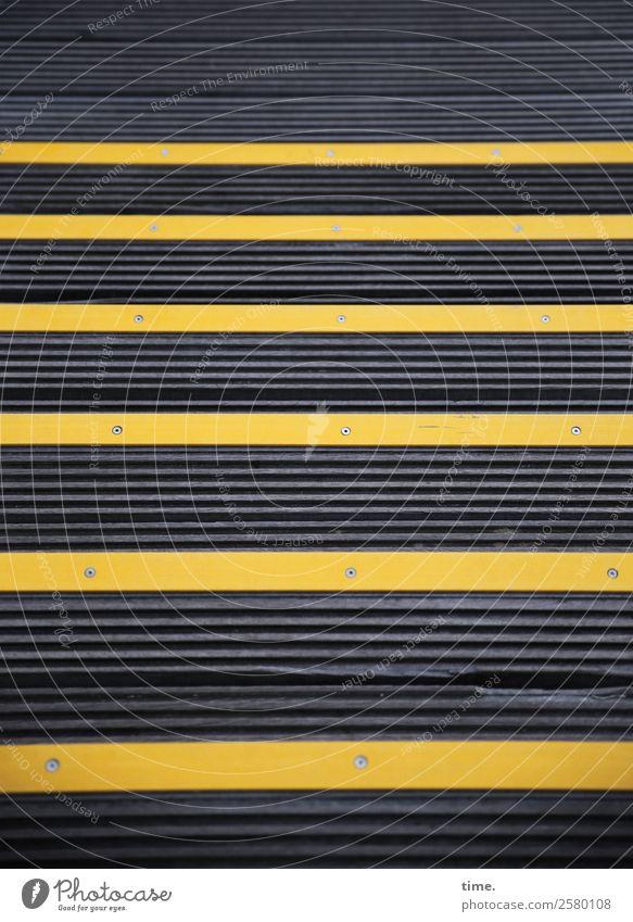 Grenzüberschreitung | Tropenholz, deutsche Ostsee Treppe Wege & Pfade Holz Zeichen Schilder & Markierungen Hinweisschild Warnschild Linie Streifen Schraube